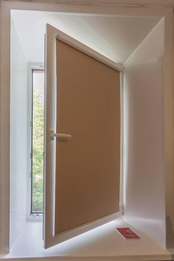Рулонные шторы на окнах, рис.65